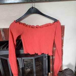 Oanvänd tröja från bikbok. storlek xs