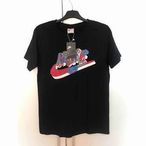 ❌Helt ny Nike t-shirts i stolek M❌ Make in USA Användare fungerar båda dam och her. Priset ligger på 199kr frifrakt med spårbar. Pm om du intresserad 📨