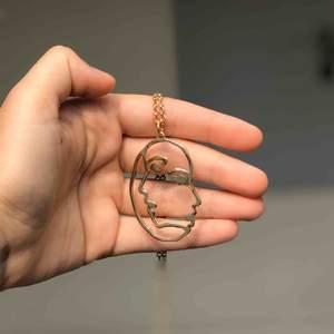Ett superfint halsband med en tunn guldkedja!