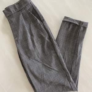 Säljer mina kostymbyxor från Nelly. Storlek XS/ SModellen är väldigt stretchig så passar både storlek S och XS. Dem är i väldigt bra skick.