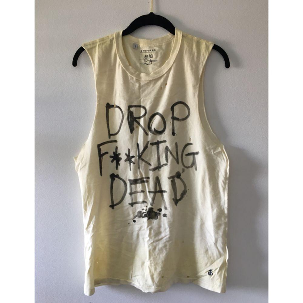 Linne + strumpor från märket Drop Dead. Köpta i deras flagship store i London när kollektionen släpptes, du får till och med originalpåsen på köpet ❤️ . T-shirts.