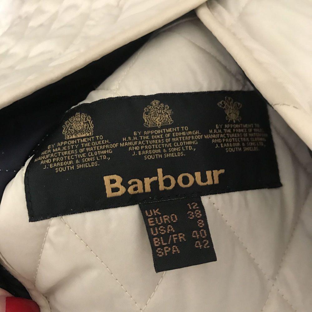 Quiltad jacka med manchesterkrage från Barbour. . Jackor.