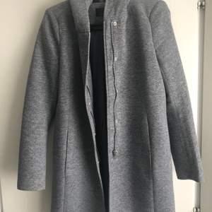 Jätte fin grå vår kappa. Nyskick . Stl small