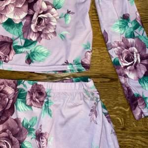 Så sommarfin kjol och tillhörande topp från Nicole Falcianis kollektion tillsammas med Nelly.  Aldrig använd så den förtjänar en plats i någon annans garderob!!