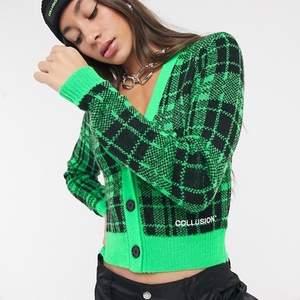 Säljer denna så snygga gröna stickade tröja ifrån Collusion!🥰Använd fåtal gånger, säljer då den aldrig kommer till användning. Köparen står för frakt!🙏🏼