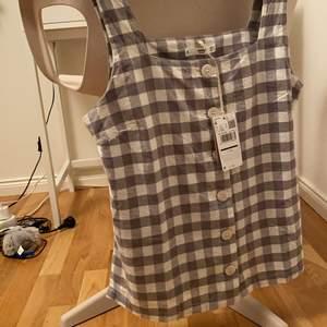 Helt oanvänt linne från Mango i strl M (passar mindre oxå)!