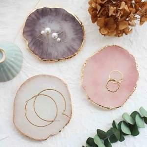 Lyxiga underlag för smycken