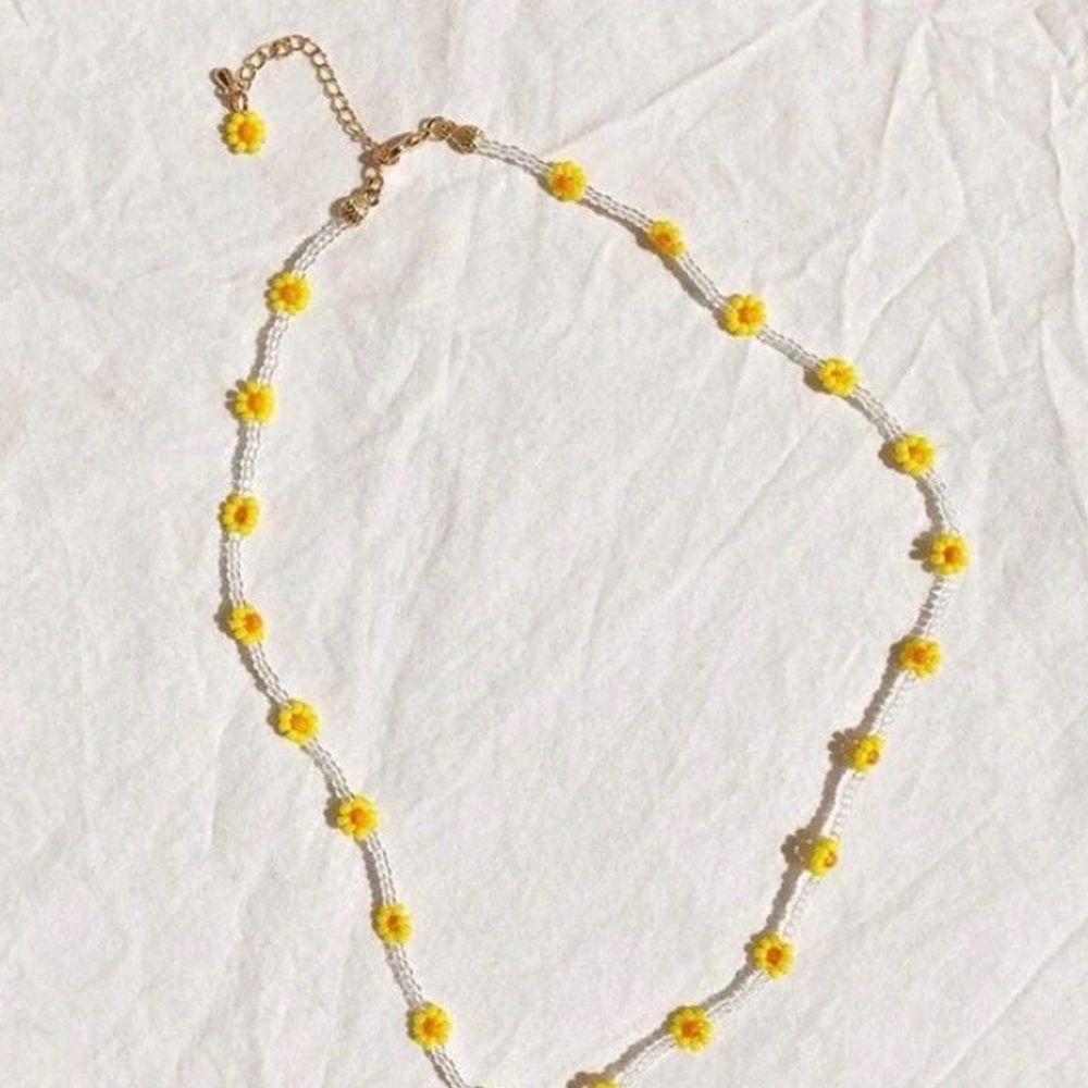 Säljer jättefina handgjorda smycken. Kontakta mig för egen beställning🧡. Accessoarer.