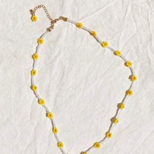 Säljer jättefina handgjorda smycken. Kontakta mig för egen beställning🧡