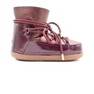 Säljer mina Inuikii skor i storlek 40, använda 2 gånger🌸 köpta på Rizzo för 3200kr. Priset går att disskureras vid snabb affär🥰köparen står för frakten!