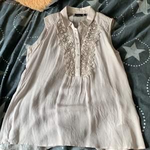 Knappt använd tröja från Kappahl i storlek 34