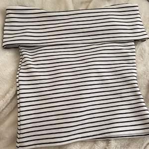 Jättefin randig off shoulder tröja från VILA🌷 Aldrig kommit till användning Kontakta mig vid frågor eller mer bilder (frakt ingår)