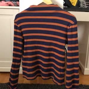 Knappt använd tröja med skönt material. Bra skick