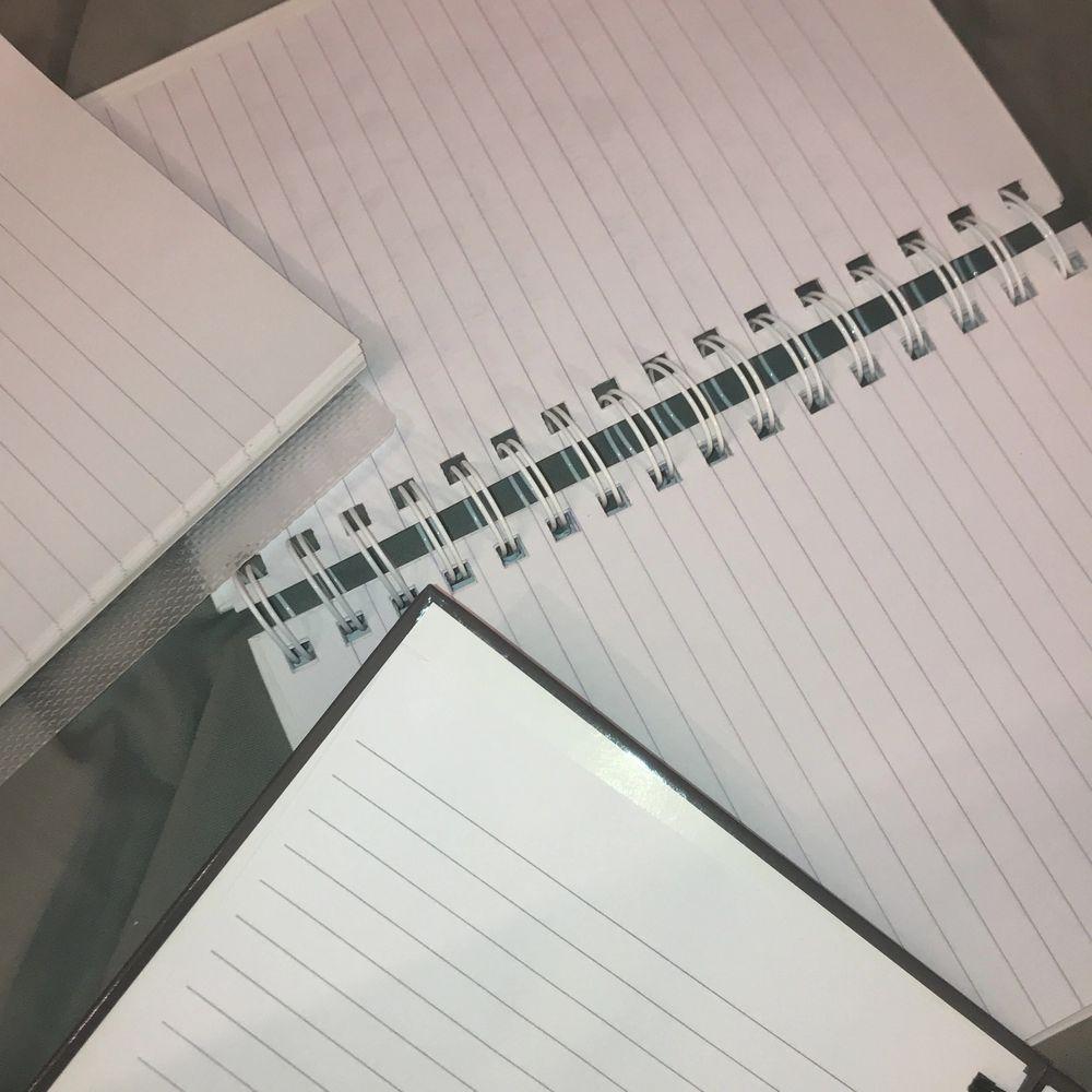 Har så många oanvända anteckningsblock som aldrig används så bättre att sälja dom!! 10kr/st eller alla för 25kr 💕🦋💘🎀🦋. Accessoarer.