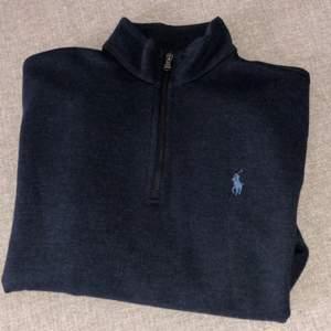 Half zip Ralph lauren tröja, mycket bra skick! Nypris 1499:-