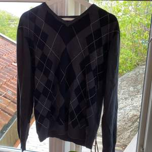 Säljer denna supersnygga tröja köpt från beyond retro!