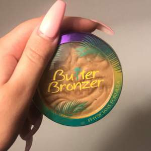 Butter bronzer, fin bronzer endast testad men rengjord!