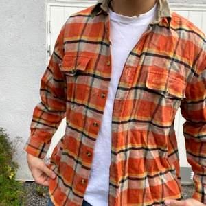 Superfin rutig orange skjorta. Frakt tillkommer