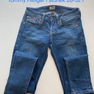 Tommy Hilfiger jeans, säljer dom för 150kr