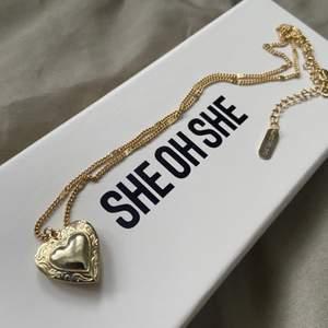Säljer detta superfina halsbandet från she oh she då det inte kommer till användning. Säljs med orginalförpackningen. Köparen står för frakt. 100 kr eller bud ✨🤍 HÖGSTA BUD: 250kr