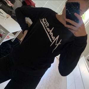 Säljer en tröja från H&M. Knappt använd så fortfarande i fint skick