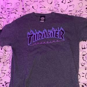 Snygg thrasher T-shirt för 225kr, ser ut som ny✨ Nypris: 450kr Storlek: M Pris är inklusive frakt☺️