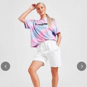 Oversized T-shirt från Sixth June. Köpt för ca 360kr och endast använd ett fåtal gånger. Är i perfekt skick