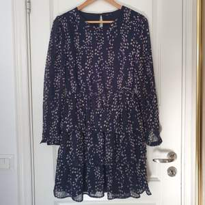 En helt oanvänd klänning ifrån Only. Frakt ingår