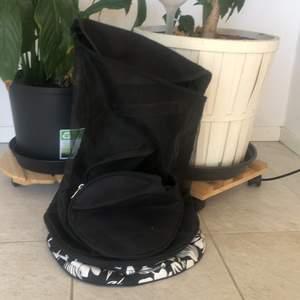 Träningsväska för tennis! Men jag använde den som en vanlig träningsväska när jag stack till gymmet! Använde den bara en gång! Frakt tillkommer!