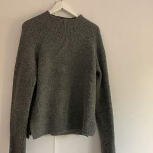 Mjuk och skön stickad tröja från Gina tricot