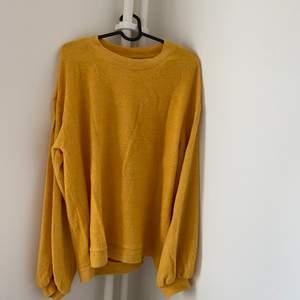 Mysig tröja från Kappahl storlek SMALL. Kan mötas upp i Halmstad eller skickas mot att köparen står för  fraktkostnad.