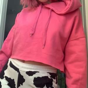 croppad huvtröja, killer rosa färg!
