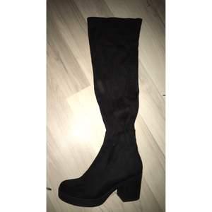 Overknee boots köpta på din sko.  Aldrig använda, endast testade. Jätte fina! Kostade 600 nya