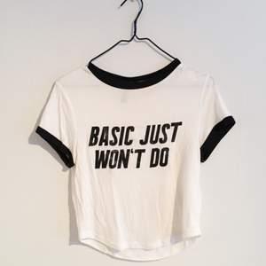 T-shirt fån H&M med tryck. Aldrig använd.