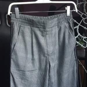 Fin grå rutig kostymbyxa, som år i bra skick och i storlek XS men troligen S oxå!