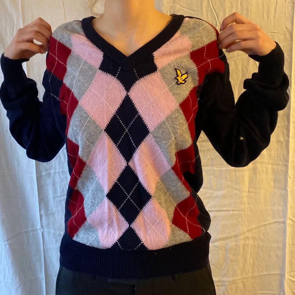 En snygg trendig tröja!!. Tröjor & Koftor.