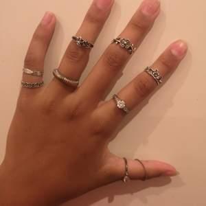 Jag hittade några fler ringar jag inte använder. På sista bilden ser ni vilka som finns kvar! Skriv privat för mer bilder! 💞 10 kr styck! Frakt kan diskuteras! 💕😊