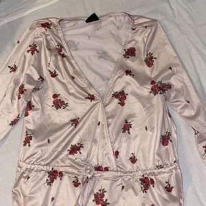 fin blommig tröja
