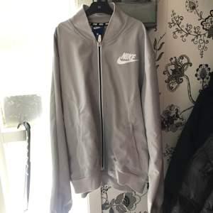 Tunn Bomber jacka ifrån Nike strl S