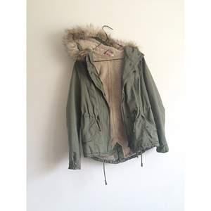 Snygg vinterjacka från H&M, knappt använd! Frakt 70kr✨