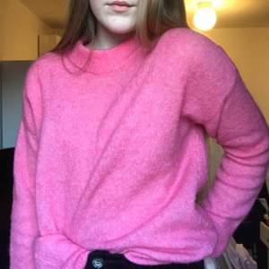 En super cool rosa stickad tröja Köpt på Afound Endast provad Storlek s