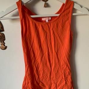 Orange linne st 11 men passar small. Säljer för 50kr inklusive frakt!!