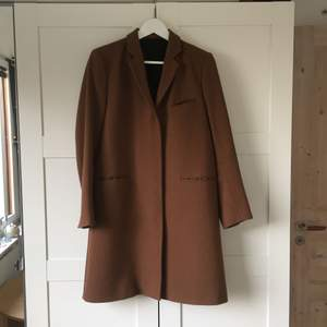 95cm long coat from Filippa K. Very good condition and dry cleaned.  Due to the weight, post cost 80kr.