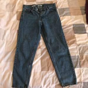 Hög midjas Mom jeans.  Har haft på mig de ett par gånger men de är i en jätte bra skick!