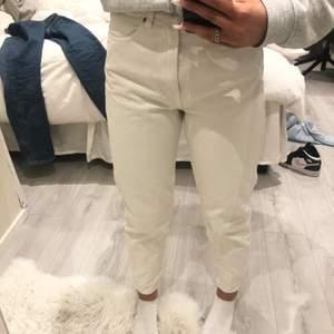 Säljer mina weekdayjeans💕! Jeansen är i bra skick och jag säljer dom för 100kr!! Jag säljer för jag använder dom inte längre och dom är lite små för mig.