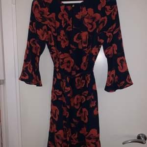 En superfin klänning från märket STOCKH LM. använd endast en gång och därför i fint skick.