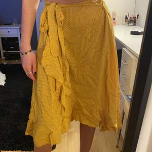 Långkjol från en butik i Spanien i onesize. Köparen står för frakt!!