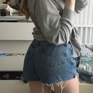 Snygga shorts. Dom är lite stora för mig men kan has med bälte.
