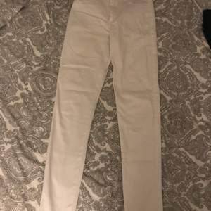 Vita jeans ifrån hm, 50kr 💗