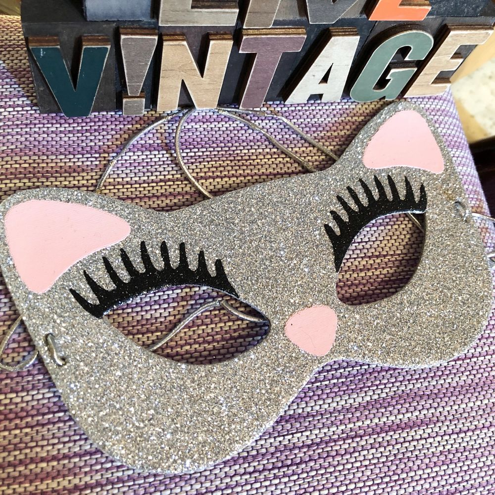 2set of cat eye mascara, good for the costume party or Halloween party! 😻💃🏼👗👠 for only 50kr! 🦋. Accessoarer.